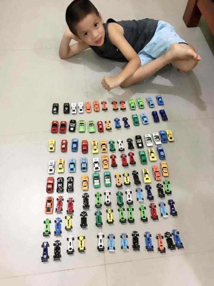 50 ô tô sắt.jpg