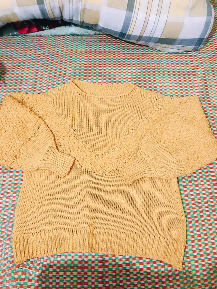 áo len vàng.jpg