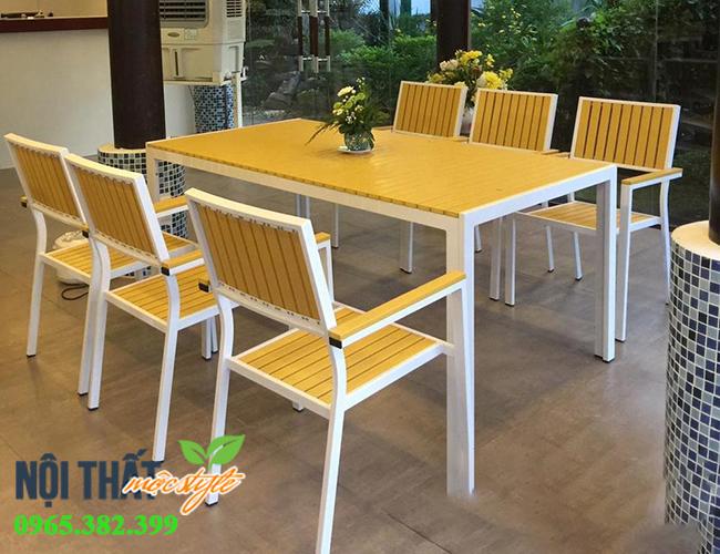 bàn ghế nhà hàng màu vàng.jpg