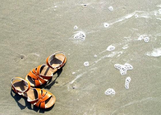 chon-sandal-di-bien.jpg