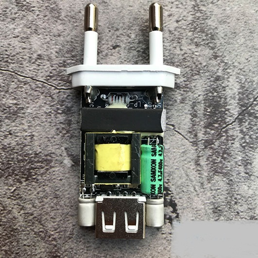cu-sac-iphone-foxconn-det-chinh-hang-mat-truoc.jpg