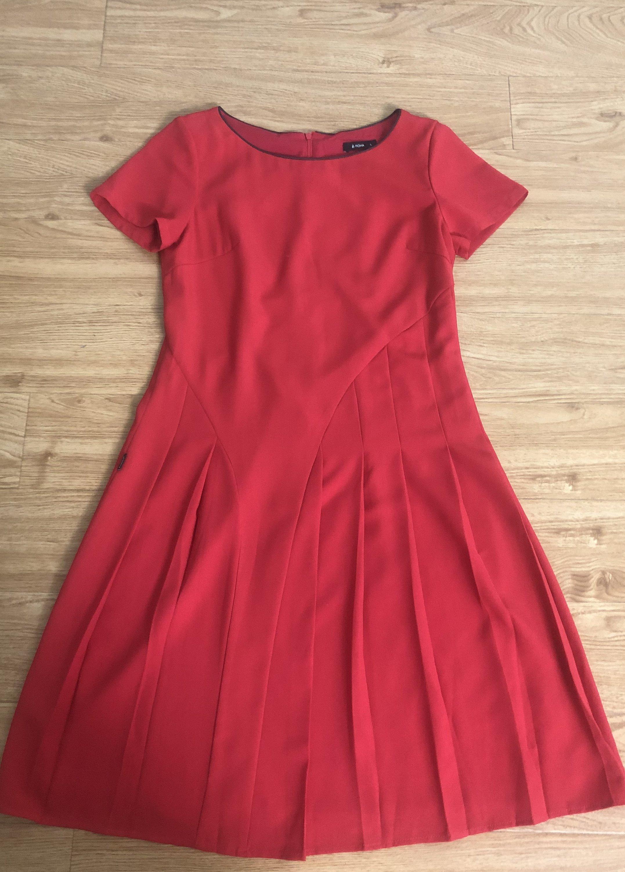 Đầm đỏ suông xòe fiona.jpg