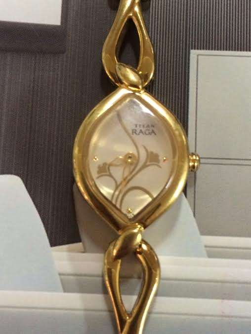 Đồng hồ Titan.jpg