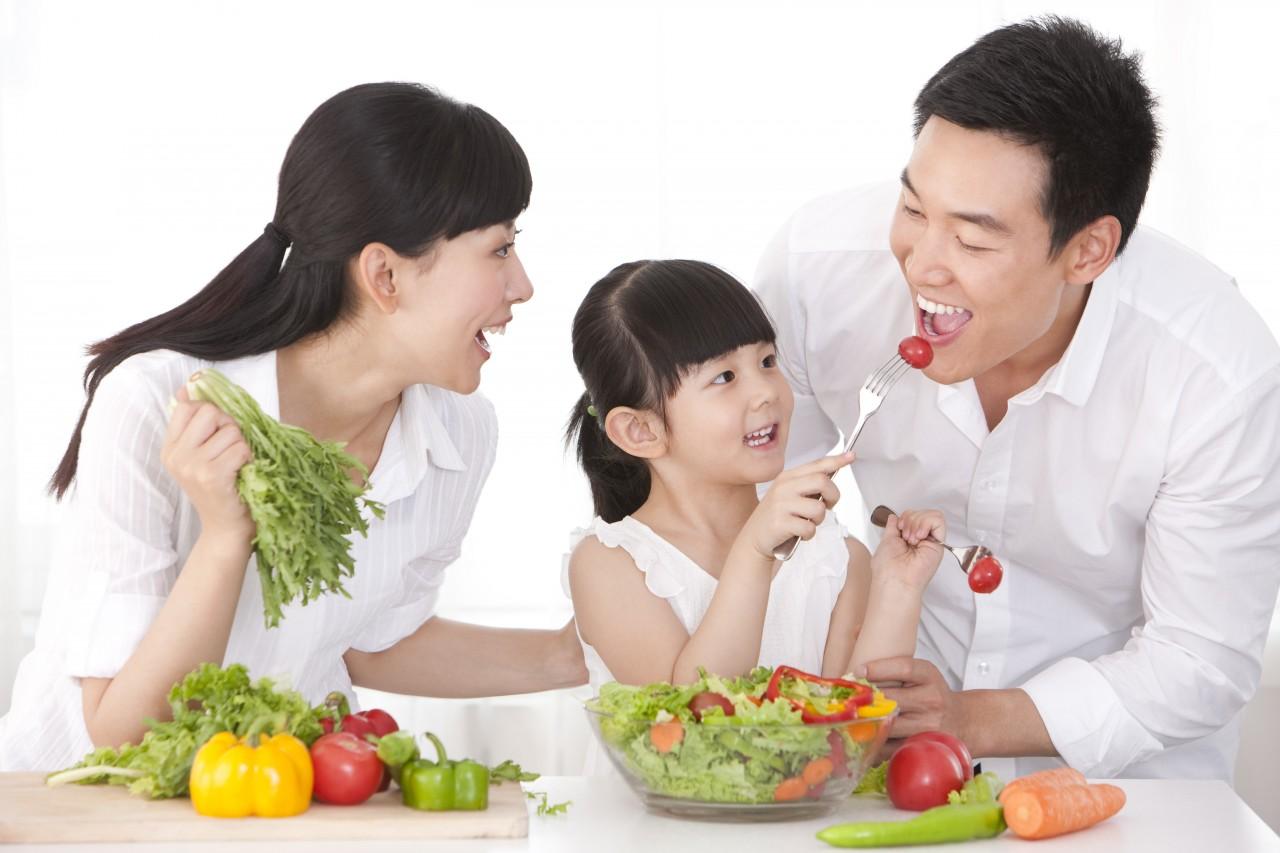 kids ăn rau.jpg